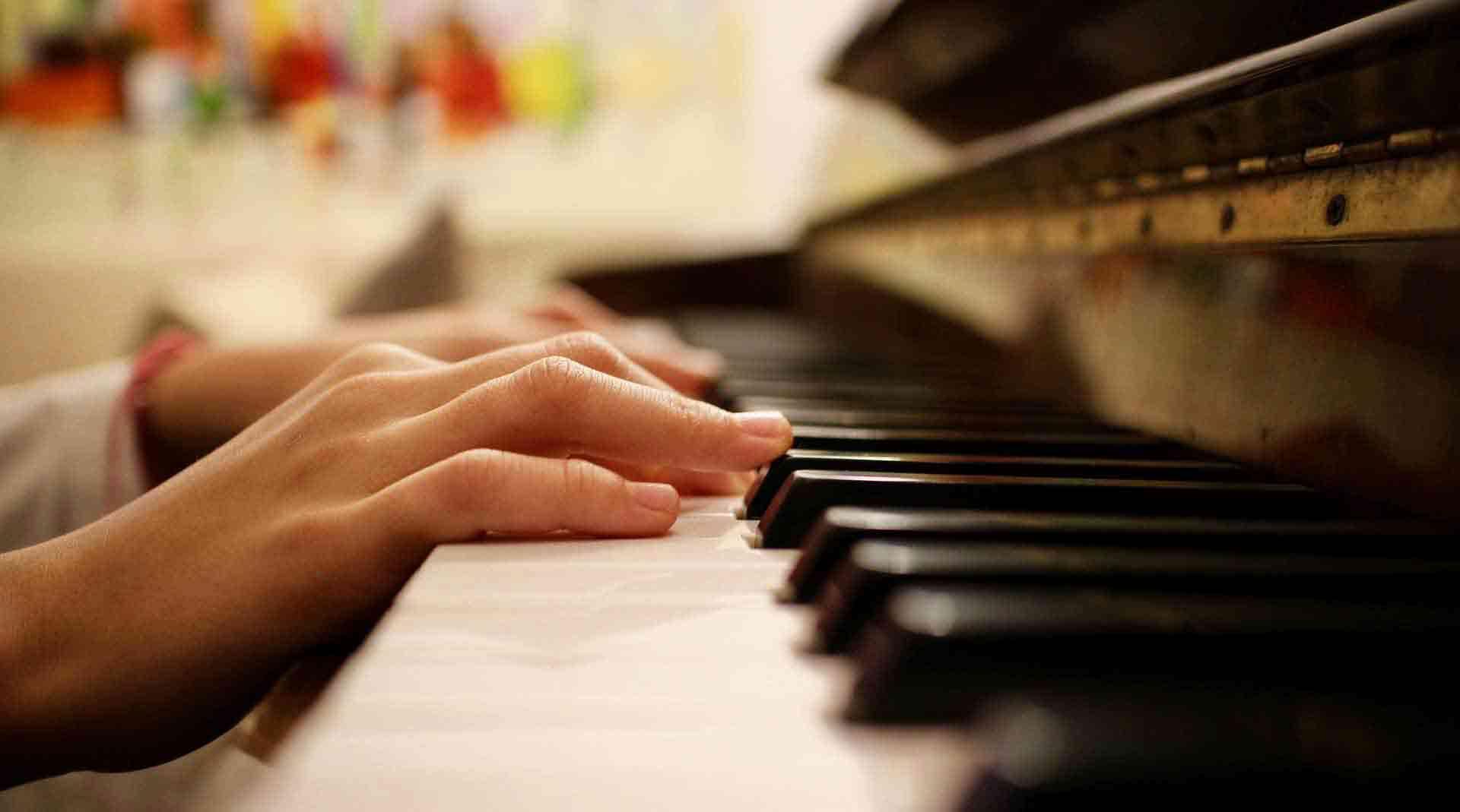 Ecole de Musique de Versailles Piano Guitare Chant Eveil musical - Slide 1